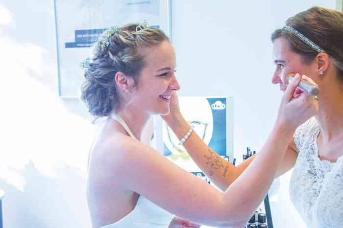 Anna Mandel von Clazzik Kosmetik erfüllt die Wünsche ihrer Kundinnen.