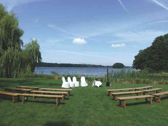 Anne Live Hochzeitssängerin Trauung unter freiem Himmel am See