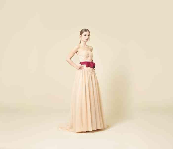 Wediva Brautkleid Braut Creme Farbe Rot Schleife