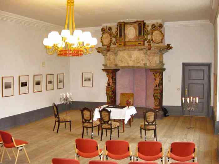 Trauraum Im Schloss vor Husum - Zur Trauung Eingestuhlt
