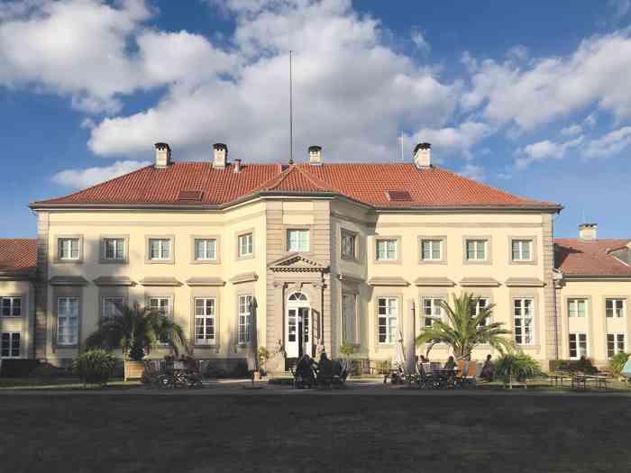 Das Wilhelm-Busch-Museum von der Gartenseitein Hannover.