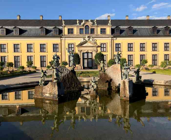 Springbrunnen vor der Galerie Herrenhausen dem offiziellen Tauort des Standesamtes Hannover.