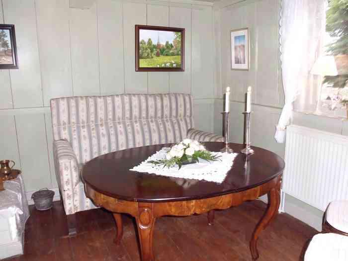 Trauzimmer mit Sofa und Trautisch - Das Kleine Haus in Brügge