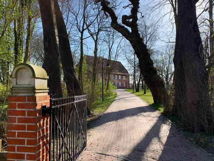 Auffahrt zur Burg zu Hagen im Bremischen.