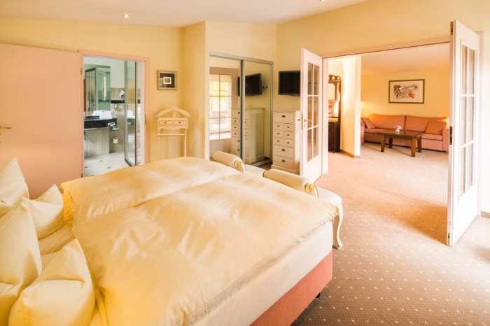 Hotelzimmer der Hochzeitslocation Kurhaus am Inselsee in Güstrow Mecklenburg-Vorpommern.