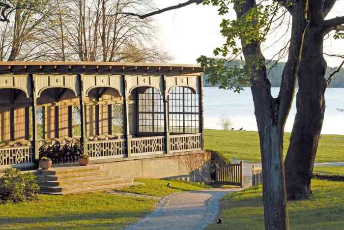Pavillon am See der Hochzeitslocation Kurhaus am Inselsee in Güstrow Mecklenburg-Vorpommern