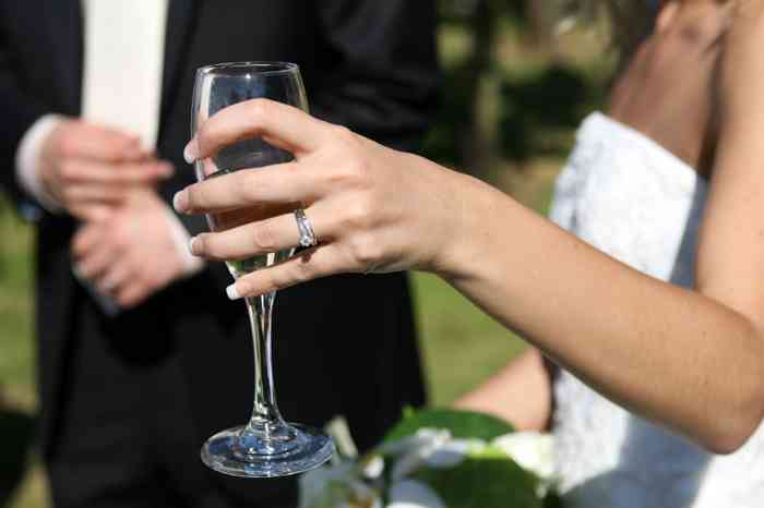 Sektempfang der Hochzeitslocation Kurhaus am Inselsee in Güstrow Mecklenburg-Vorpommern.