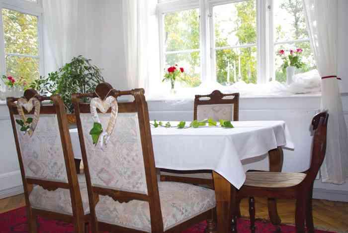 Im Salon führt das Standesamt Süderbrarup Eheschließungen durch.