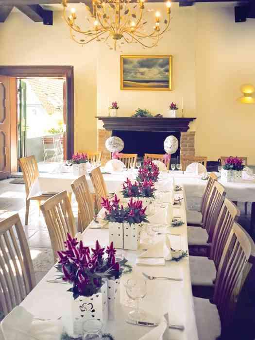 Für den kulinarischen Hochgenuss arbeitet das Team vom Cafe Lindauhof eng mit Cateringunternehmen zusammen. Die Bandbreite der Menüvorschläge reicht von der klassischen gut bürgerlichen Küche bis hin zum italienischen Buffet.