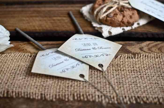 Hochzeitsextras wie Gastgeschenkanhänger oder auch große Tischpläne sind für carinokarten kein Problem.