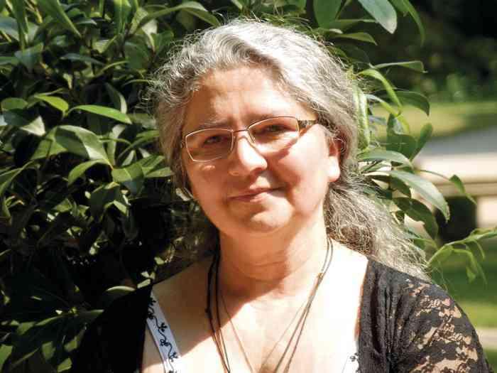Gabriele Brötzmann ist Heilpflanzenkundige und Priesterin des Alten Weges.