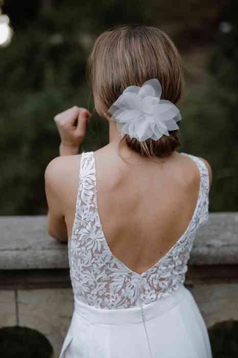 BelleJulie Bridal Accessoires Brautfrisur mit Haarblume Tiffany