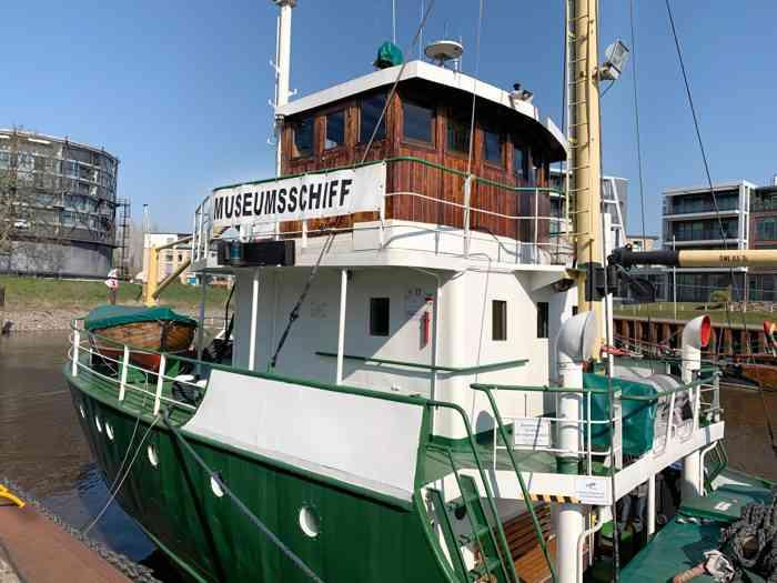 Museumsschiff Greundiek im Stader Stadthafen.