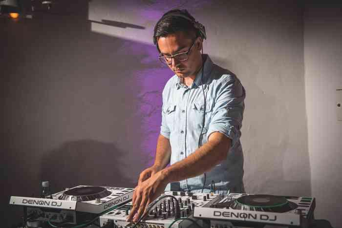 DJ für eine Hochzeitsfeier der Eventagentur Blankenese Hamburg