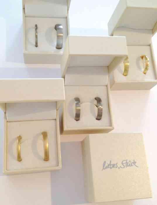 Ringe, die zwei Menschen glücklich machen - in den schönen Ringschachteln von liebes Stück.