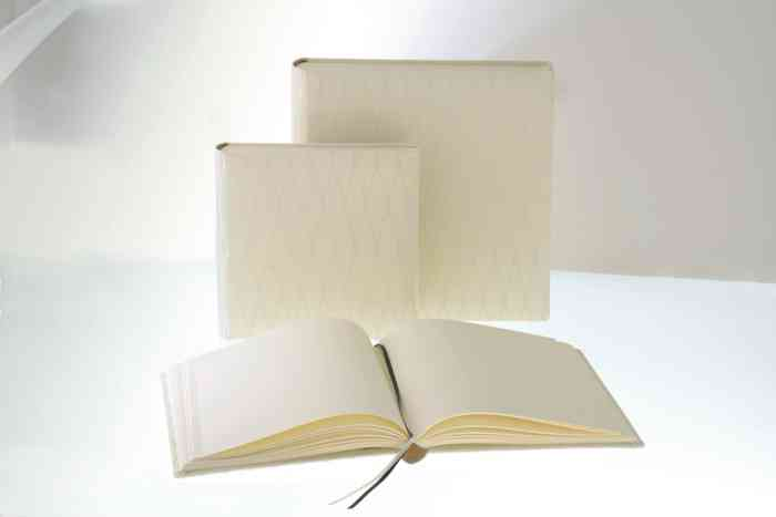 Gästebücher und Fotoalben für die Hochzeit der Papeterie und Schreibwaren Otto F.K. Koch.