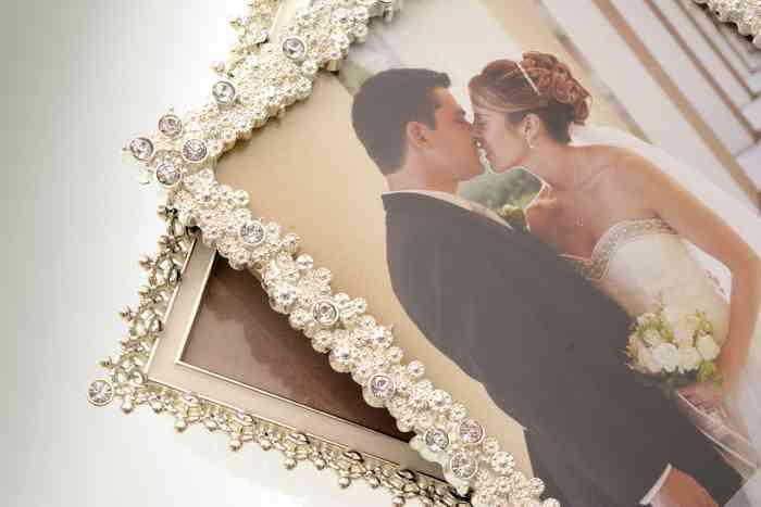 Bilderrahmen für das Hochzeitsfoto der Papeterie und Schreibwaren Otto F.K. Koch.