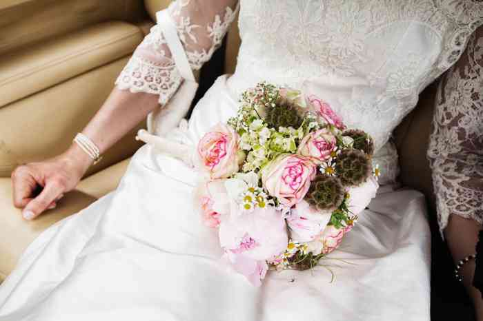 Brautstrauß aus rosa Rosen