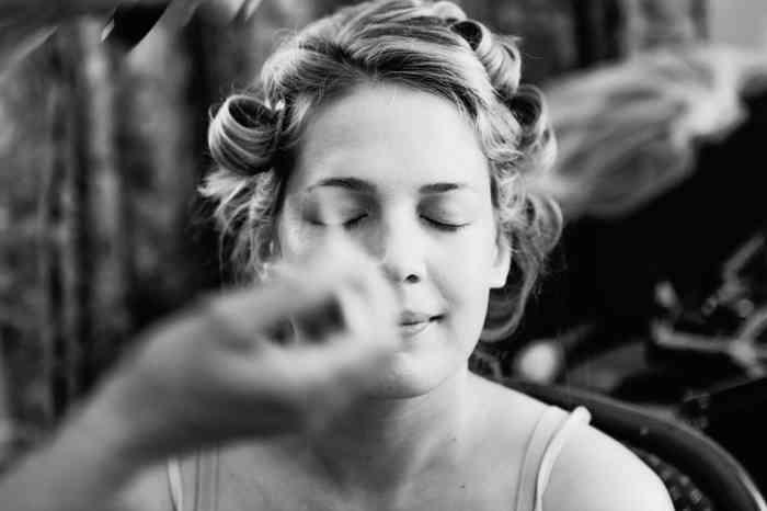 Bald ist auch Leonies Braut-Make-up perfekt