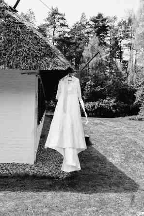Das Brautkleid im Sommerwind