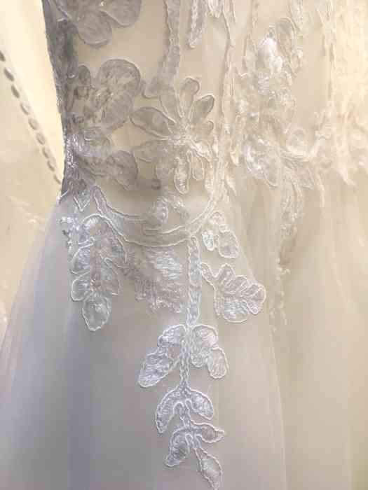 Wediva zeigt Brautkleider mit wunderschöner Spitze
