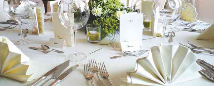 Festlich gedeckter Tisch im Gasthof zur Erholung