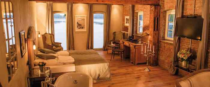 Landhotel Bokel-Mühle am See gemütliche Hochzeits-Suite mit Blick auf den See