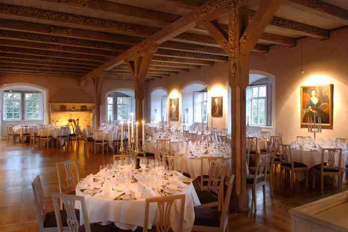 Schlösser, Herrenhäuser und Ritterguts prägen die Region Hannover und machen sie so beliebt bei Brautpaaren.