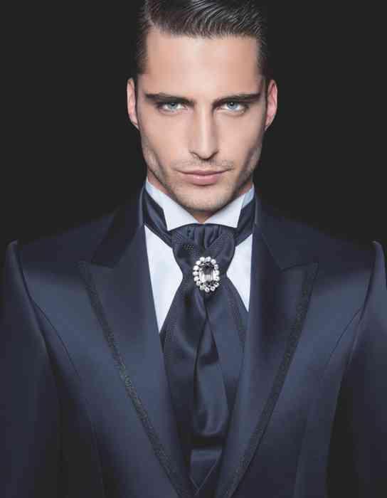 Herrenausstatter Anzug Brosche