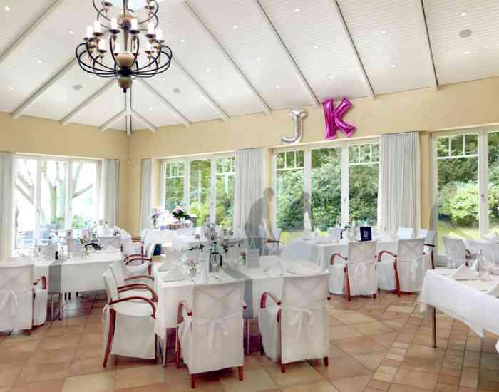 Der Festsaal wird nach den Wünschen des Brautpaares gestaltet.