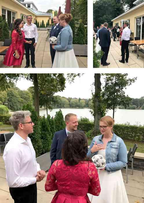 Nach der Trau-Zeremonie nahm das Brautpaar gerührt die Glückwünsche entgegen.