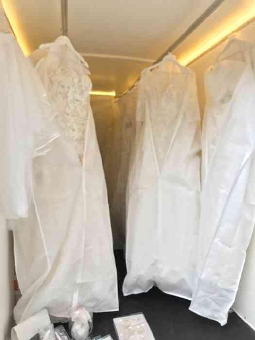 Brautkleider im Spitze und Strumpfband Mobil