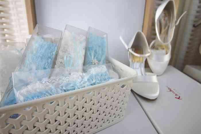 Strumpfbänder in Blau