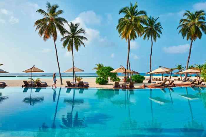 Pool oder Meer? Auf den Malediven keine einfach Entscheidung.