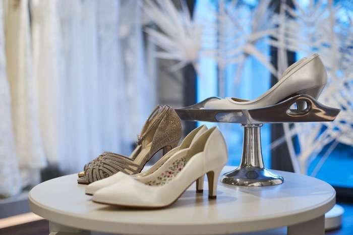 Zum Hochzeitskleid gehört auch ein schicker Schuh.