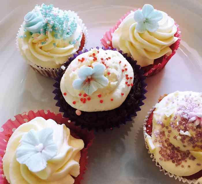 Hier findet Ihr ein tolles Rezept für diese fünf Cupcakes.