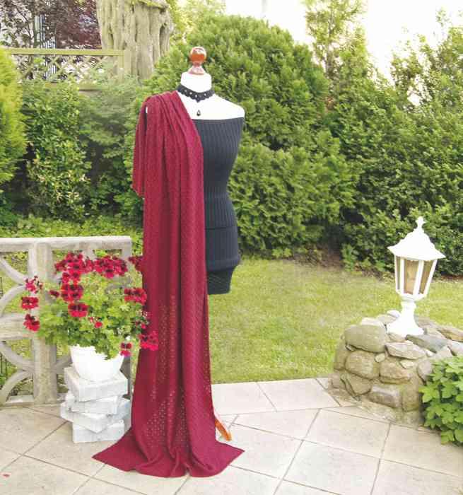Mohair Schaal für die Hochzeit in verschiedenen Farben und Längen. Hier in Rubinrot.