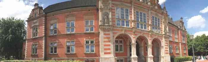 Das Standesamt Hamburg Harburg bietet Brautpaaren Trautermine am Samstag an.