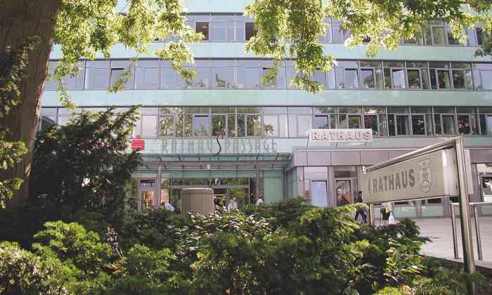 Das Standesamt Pinneberg im Kreis Pinneberg ist ein beliebter Trauort für Brautpaare aus Hamburg und dem Umland.