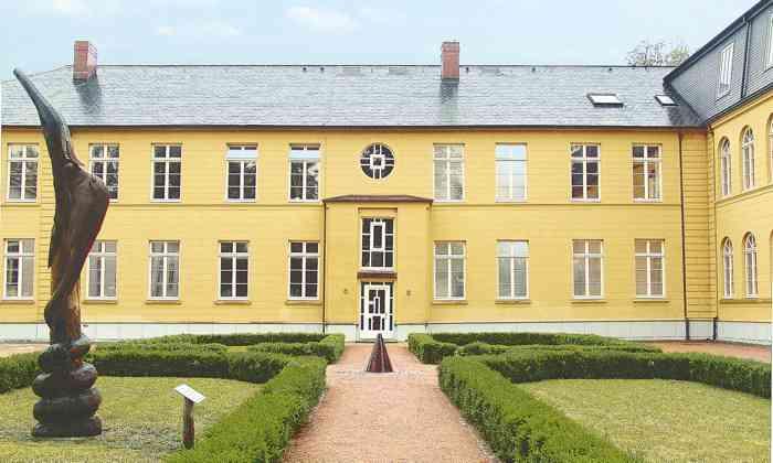 Das Standesamt Ratzeburg im Kreis Herzogtum Lauenburg ist ein beliebter Trauort für Brautpaare aus Hamburg und dem Umland.