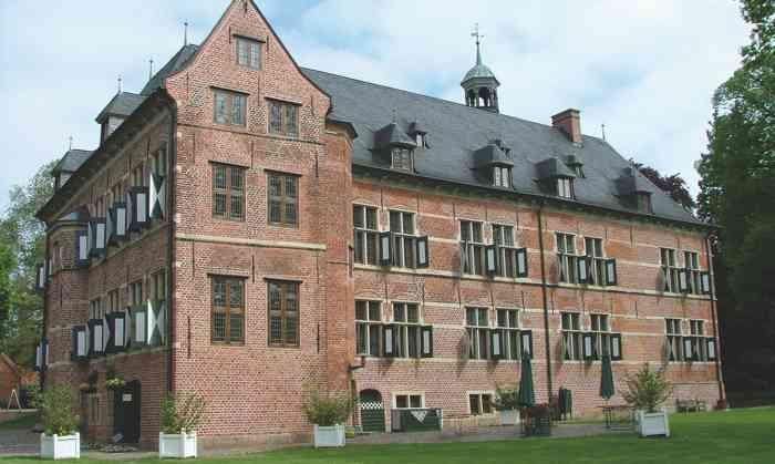 Das Standesamt Reinbek im Kreis Stormarn ist ein beliebter Trauort für Brautpaare aus Hamburg und dem Umland.