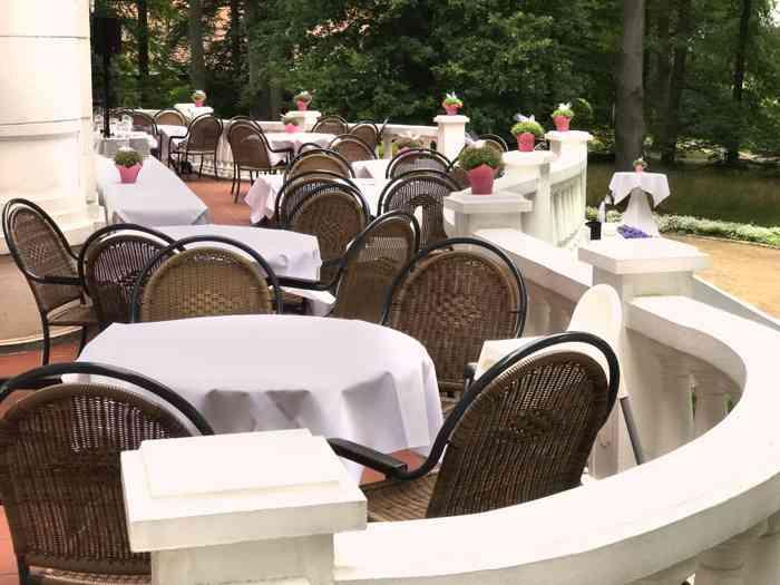 Hochzeitslocation Haus Schnede Terrasse.