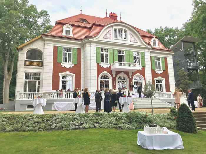 Hochzeitslocation Haus Schnede mit Terrasse.
