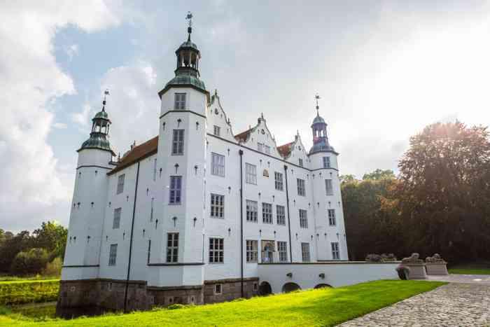 Hochzeitslocation Schloss Ahrensburg präsentiert von Eventagentur Blankenese.