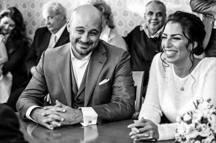 Brautpaar während der Trauung im Standesamt Hamburg Nord.