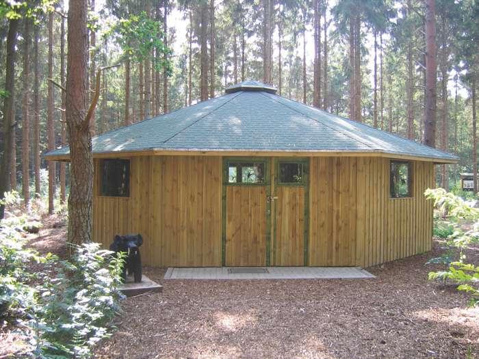 Holz-Pavillon im Schulwald Tetenhusen