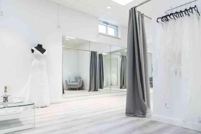 Showroom von Kurvig Glücklich Brautmode in Wentorf