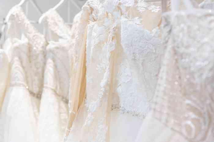 Brautkleider bei Kurvig Glücklich Brautmode in Wentorf