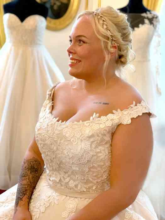 Brautkleid von Kurvig Glücklich
