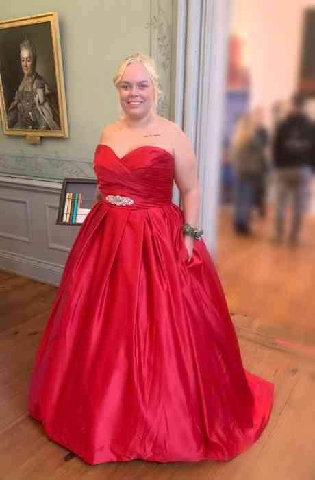 Rotes Abendkleid von Kurvig Glücklich